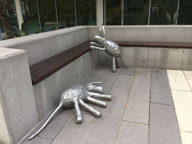 640px-27Camp_Dogs27_sculpture_by_Lena_Yarinkura_2008_at_Skygate_Shopping_Centre_2